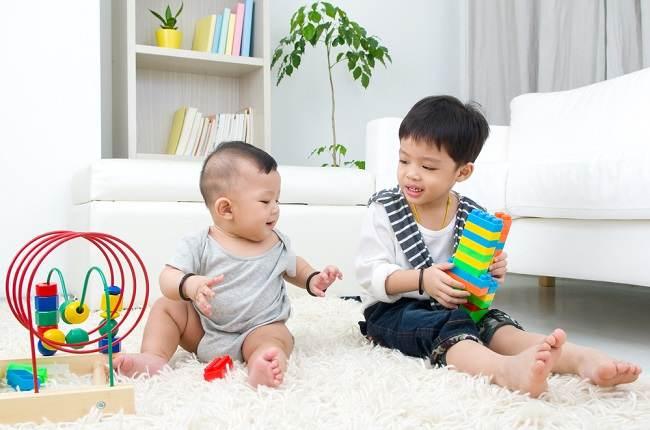 sebenarnya usia berapa bayi bisa duduk - alodokter