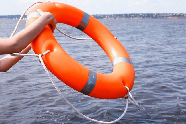 4 Langkah Pertolongan Korban Tenggelam yang Penting Diketahui - Alodokter
