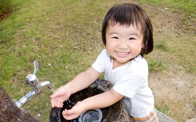 ajarkan cara cuci tangan yang benar pada si kecil - alodokter