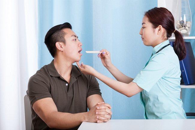 Suara Serak Akibat Fungsi Tenggorokan Terganggu - alodokter