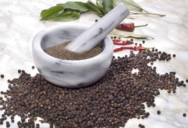 manfaat lada hitam ternyata bisa melawan kuman dan penyakit - alodokter