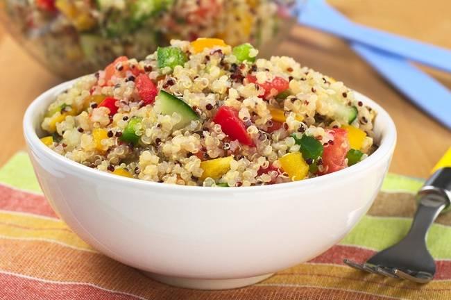 manfaat quinoa si kecil yang sedang naik daun - alodokter