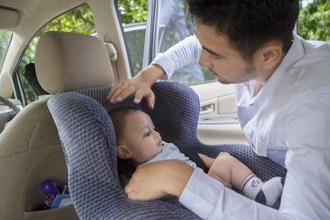 kesalahan umum saat memasang kursi khusus bayi di mobil - alodokter