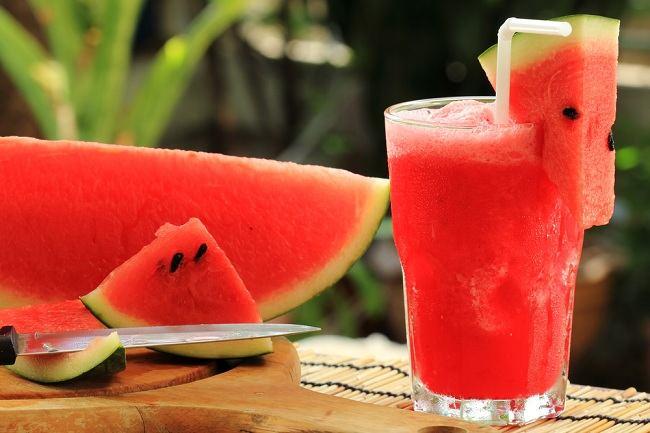 manis dan bernutrisi jangan lewatkan manfaat semangka - alodokter