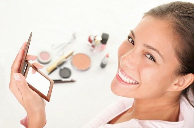 Trik Agar Makeup Awet Meski Kulit Wajah Kita Berminyak - alodokter