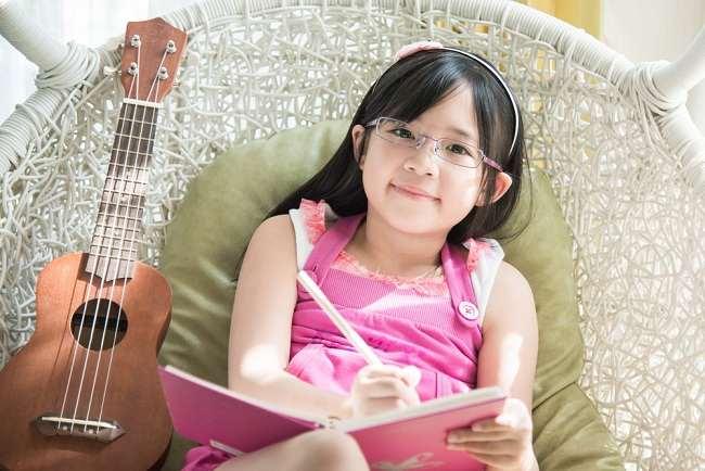 8 cara membuat anak cerdas - alodokter