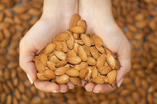 Hindari penyakit berbahaya dengan manfaat kacang almond - alodokter
