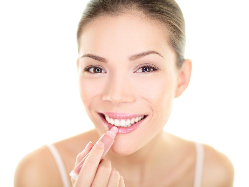 Begini Cara Menghilangkan Bibir Pecah-Pecah - Alodokter