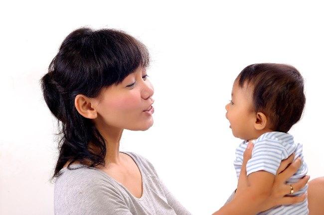 Benarkah Bayi Belum Dapat Berkomunikasi-Alodokter