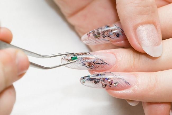 Hati-hati Risiko Infeksi Jamur Dibalik Perawatan Kuku - Alodokter