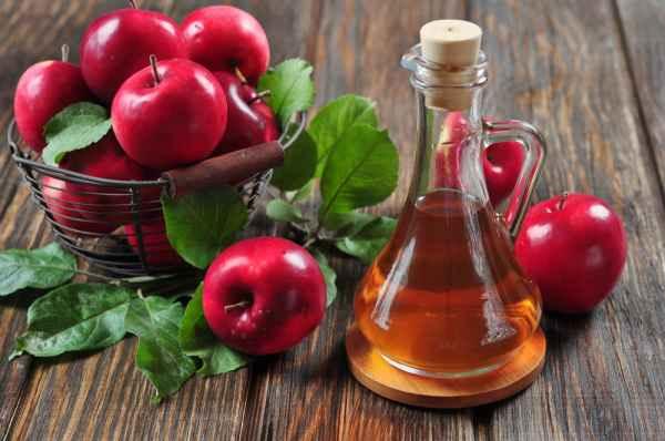 น้ำส้มสายชูหมักแอปเปิ้ลและแอปเปิ้ล