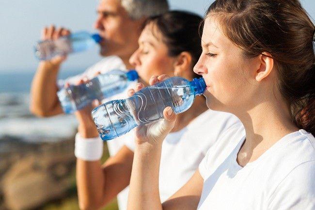 Kenali Air Minum yang Layak Dikonsumsi - Alodokter