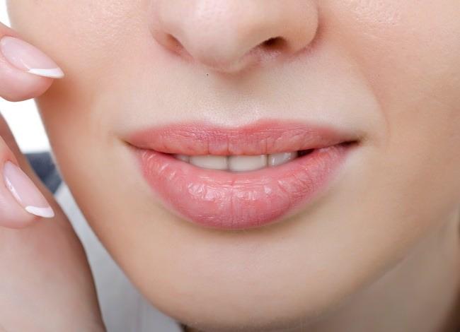 Tips Mudah Mengatasi Bibir Kering dan Pecah-Pecah - Alodokter