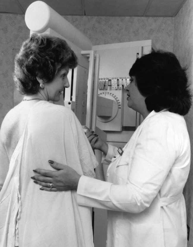 Mamografi. Sumber: anonim, PHIL CDC.