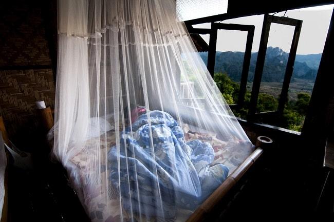 Profilaksis malaria menggunakan proteksi personal. Sumber: Openi, 2015.