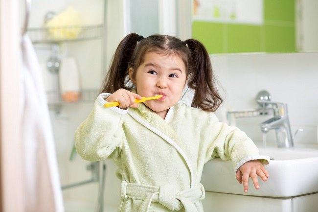 Yuk, Jadikan Kegiatan Menyikat Gigi Menyenangkan untuk Si Kecil - Alodokter