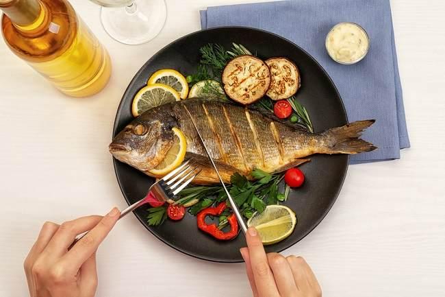Mengantisipasi Bahaya Ibu Hamil Makan Seafood - Alodokter