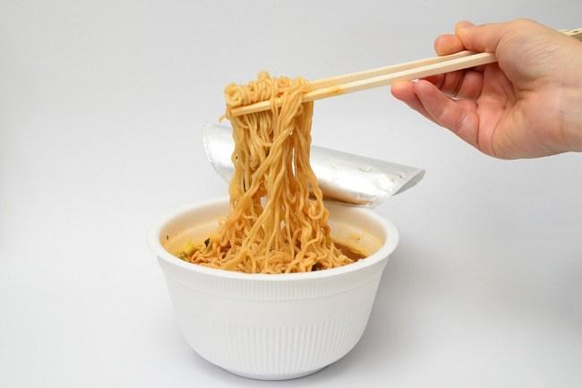 Bahaya Ibu Hamil Makan Mie Instan dan Trik Mengatasinya - Alodokter