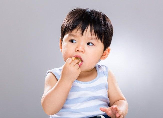 Mengenalkan Makanan Bayi Sesuai Tingkat Usia - alodokter