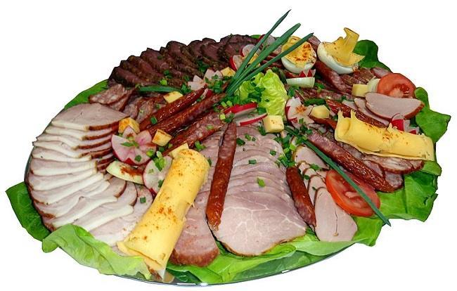800px-Polish_meat_platter_compressed