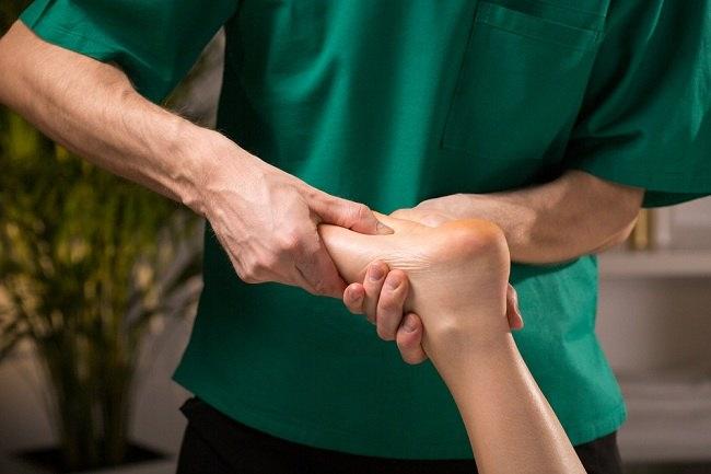memilih terapi stroke yang tepat - alodokter