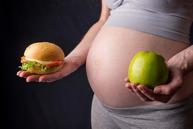 Hati-hati, Makan Junk Food Saat Hamil Ada Risikonya