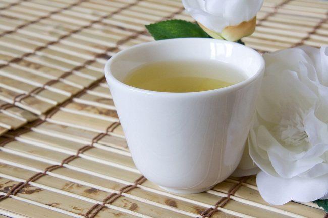 memetik manfaat teh hijau untuk kesehatan - alodokter