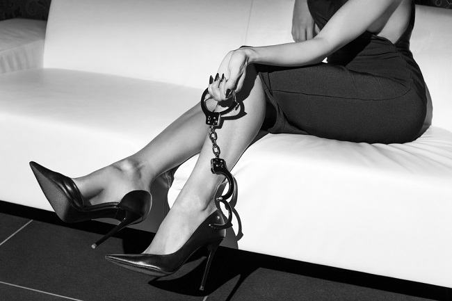 Masokis: Penyimpangan Seksual yang Bisa Berbahaya - Alodokter