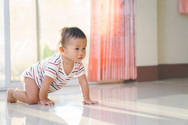Perkembangan dan Berat Badan Bayi 10 Bulan - Alodokter