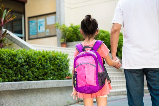 Pentingnya Mendampingi Adaptasi Anak Saat Harus Pindah Sekolah-alodokter