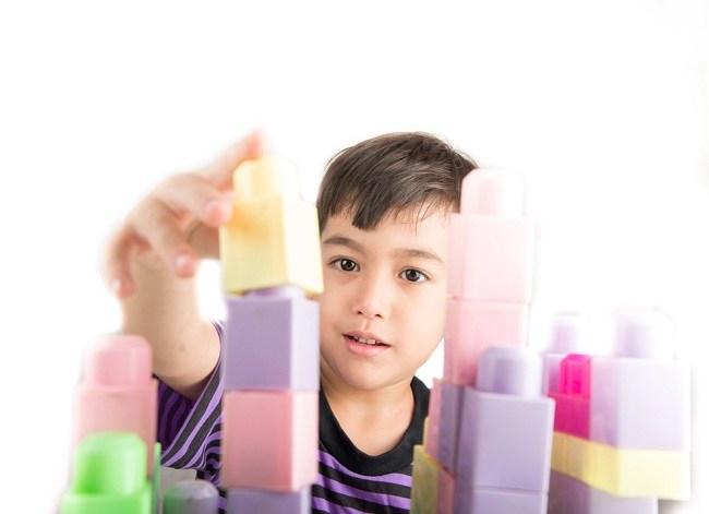 Memilih Mainan Anak Sesuai Usia