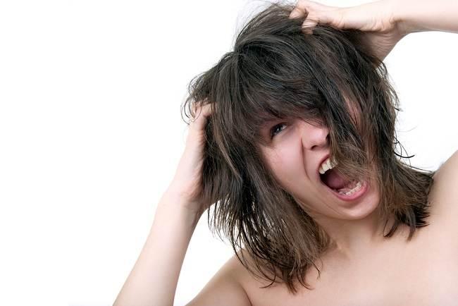 Cara Mengatasi Ketombe akibat Kulit Kepala Berminyak