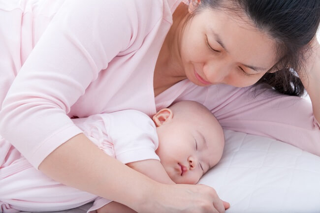 Bunda, Ini Cara Mencegah Bayi Baru Lahir Begadang Semalaman