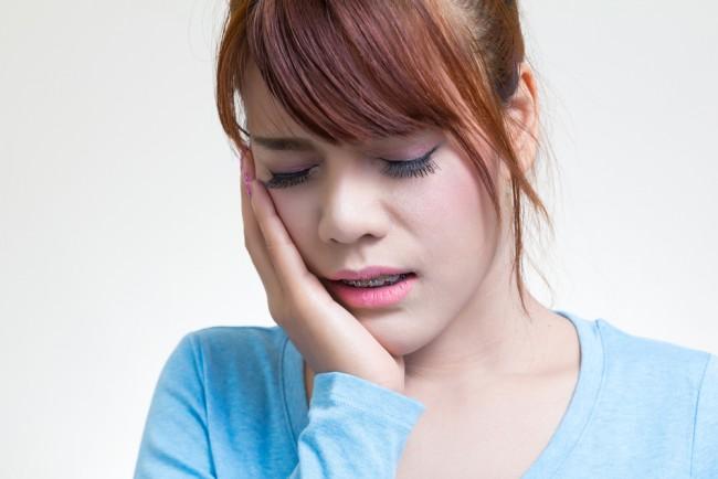 Asian women toothache