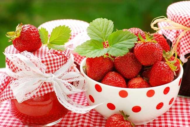 Manisnya Manfaat Strawberry Ternyata Ada Banyak - Alodokter