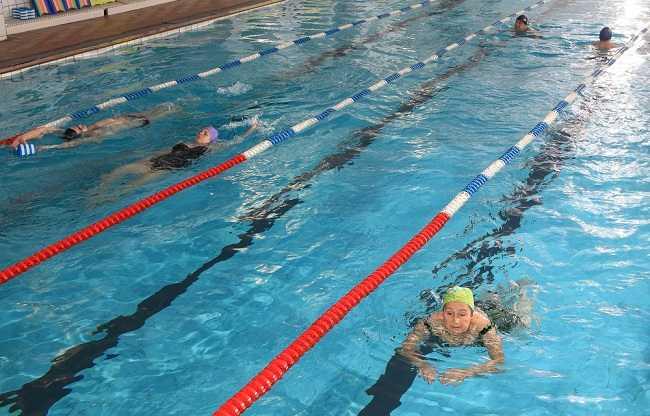 Manfaat Olahraga Air untuk Radang Sendi - Alodokter