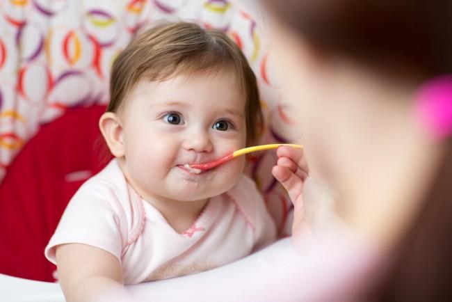 Seperti Ini Cara Mengatasi Bayi Susah Makan - Alodokter