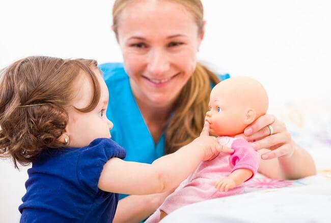 Bunda, Ini Panduan Memilih dan Melatih Babysitter untuk Si Kecil - Alodokter