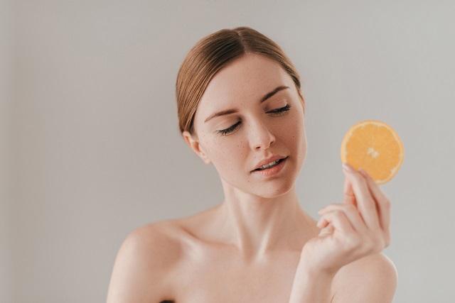 Ketahui Hal-hal yang Berkaitan dengan Infus Vitamin C - Alodokter