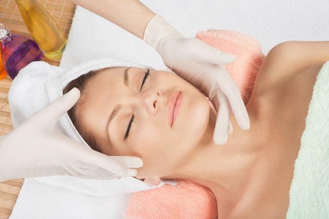 Informasi tentang Peeling yang Perlu Anda Tahu - Alodokter