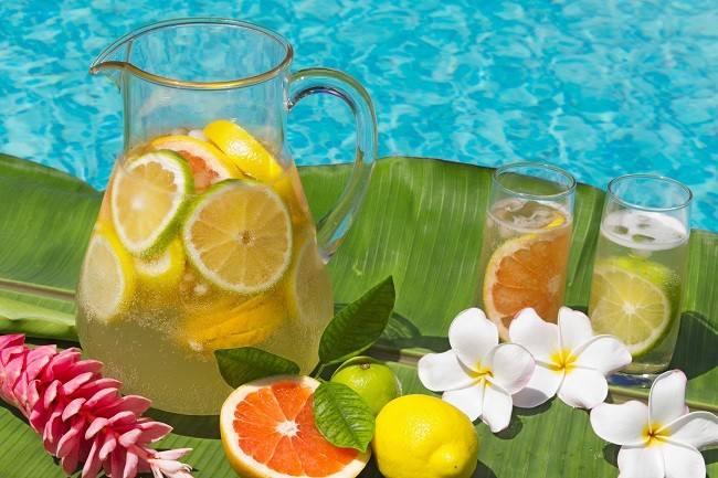 Fakta tentang Manfaat Infused Water - Alodokter