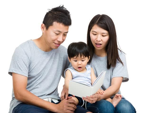 Ingin Si Kecil Jatuh Cinta pada Buku? Yuk Ketahui Caranya di Sini - Alodokter