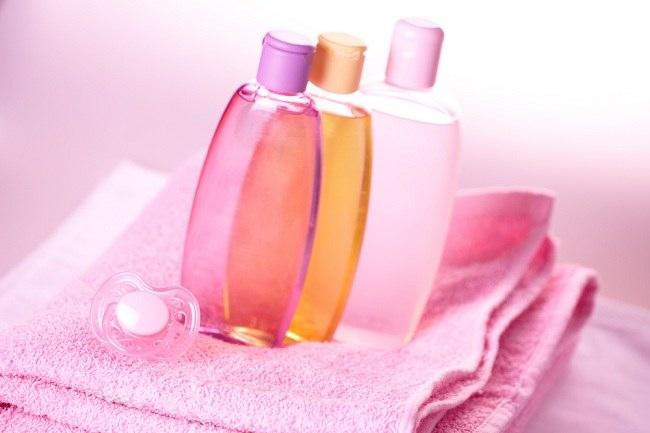 Manfaat Baby Oil Tidak Hanya untuk Bayi - Alodokter