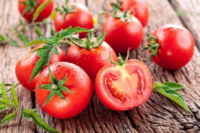 9 Manfaat Tomat, Buah yang Disangka Sayur - Alodokter