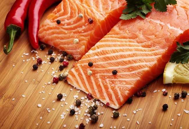Kelengkapan Gizi di Balik Manfaat Ikan Salmon - Alodokter