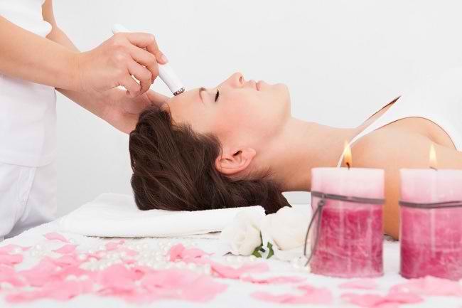 Perawatan Wajah yang Bisa Anda Dapatkan di Klinik Kecantikan - Alodokter