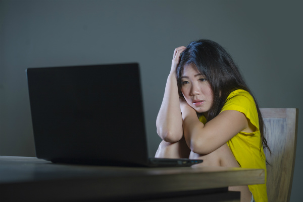 1746 Cyberbullying resize