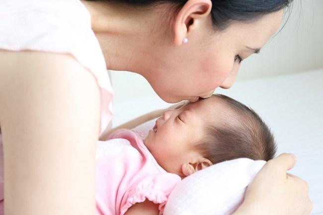 Cara Efektif Menenangkan Bayi Menangis - Alodokter