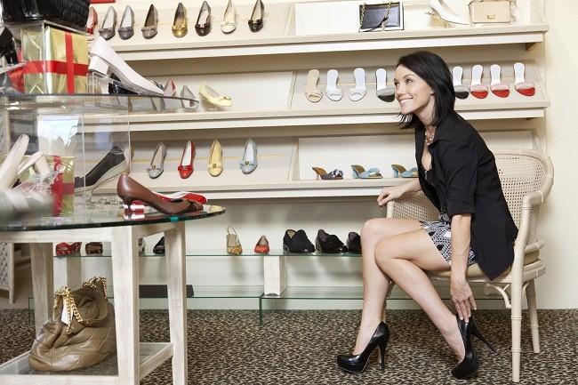 Risiko Mengenakan Sepatu Hak Tinggi - Alodokter