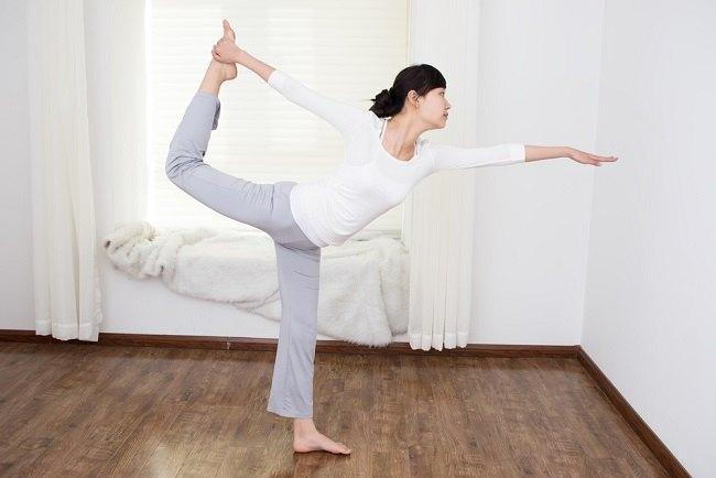 Memanfaatkan Yoga untuk Menurunkan Berat Badan - Alodokter